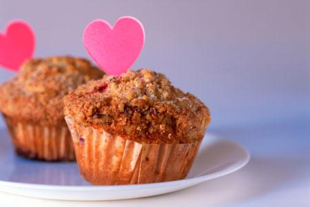 Süße Muffins mit Herz zum Muttertag