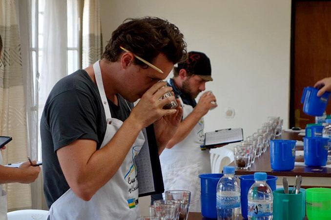 Die Jury muss Nuancen unterscheiden können, um den besten Kaffee der Welt zu finden © Thomas Eckel