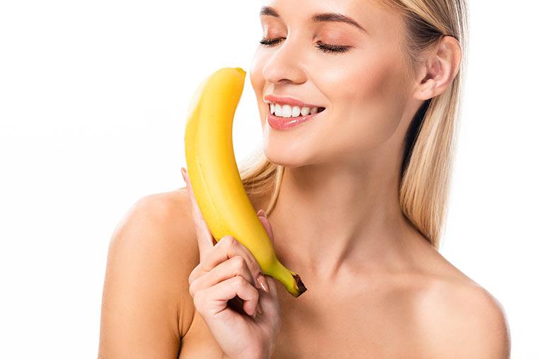 Schöne Haut mit Bananenschalen