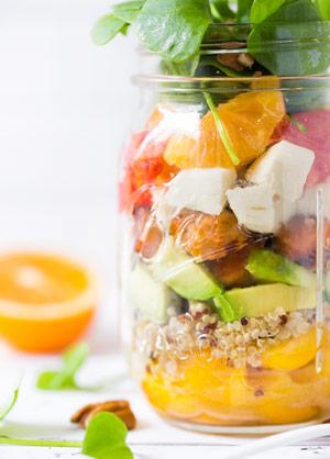 Sommerlicher Salat im Glas