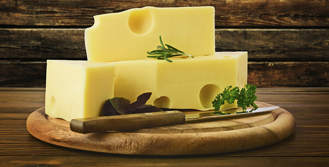 Komplett veganer Käse ist selbstverständlich ohne Milch produziert © ulkan (iStock / thinkstockphotos)