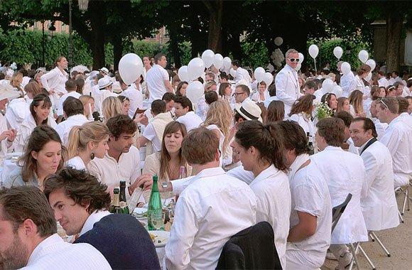 Weißes Dinner 2014 in Hamburg: Straßenfest mit Picknick ohne Werbung & Kommerz