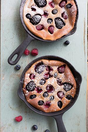 Leckeres Rezept für einen gesunden Pfannkuchen mit Beeren