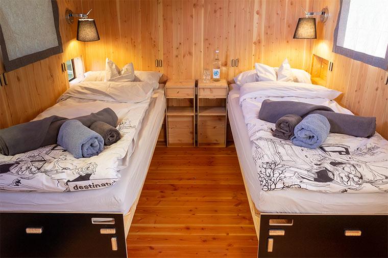 Betten im destinature Dorf