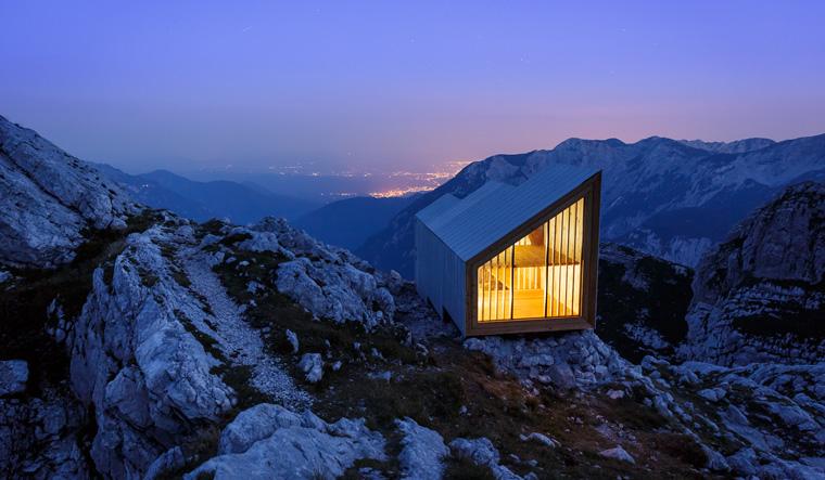 Eine eco Hütte in den Steiner Alpen in Slowenien
