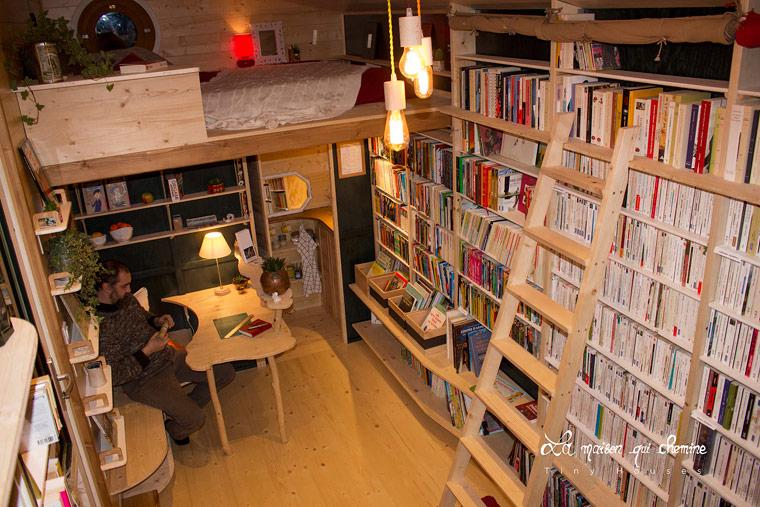Buchladen auf vier Rädern rollt durch Frankreich