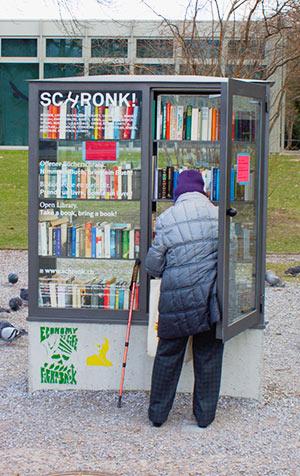 Bücherschrank mit kostenlosen Büchern