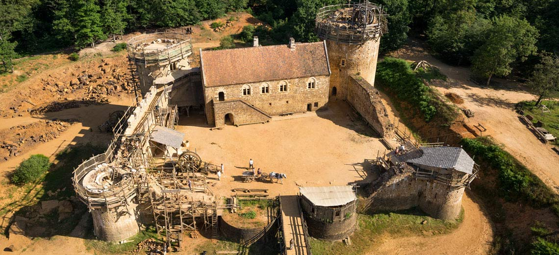 Frankreich lässt Mittelalter Burg original nachbauen