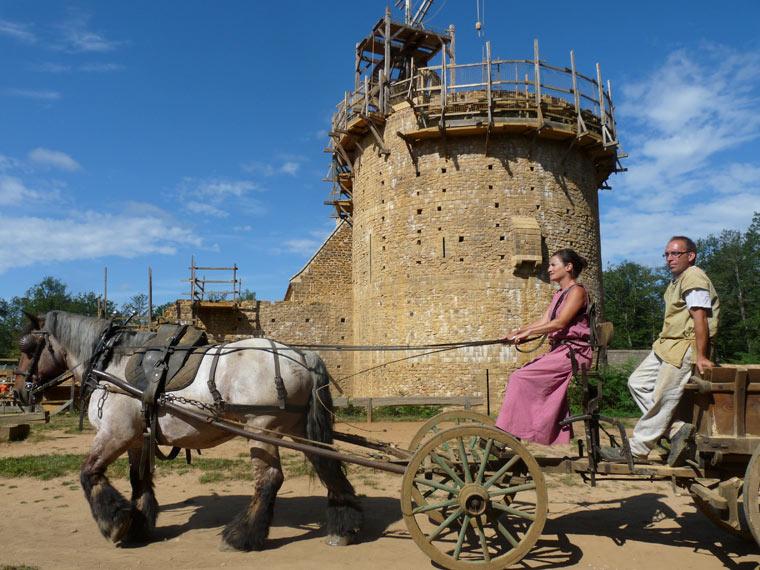 Pferd und Kutsche im Guédelon-Castle