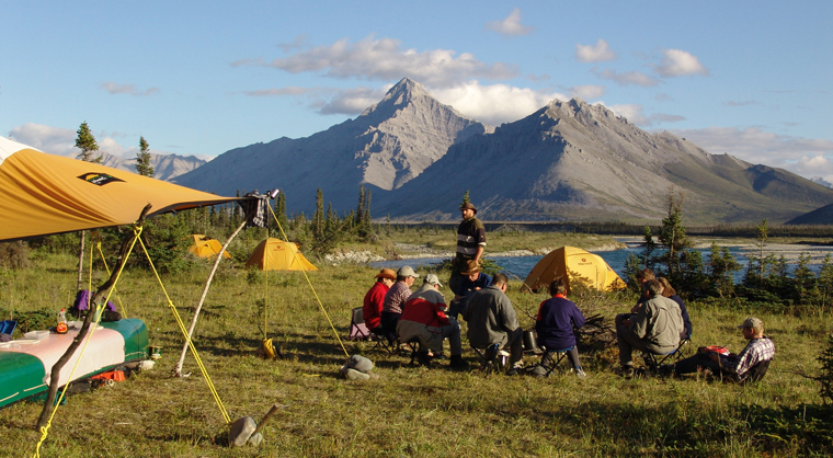 Ganz wie zu Zeiten Jack Londons erleben Sie den Reiz der Wildnis hautnah entlang des Yukon River.