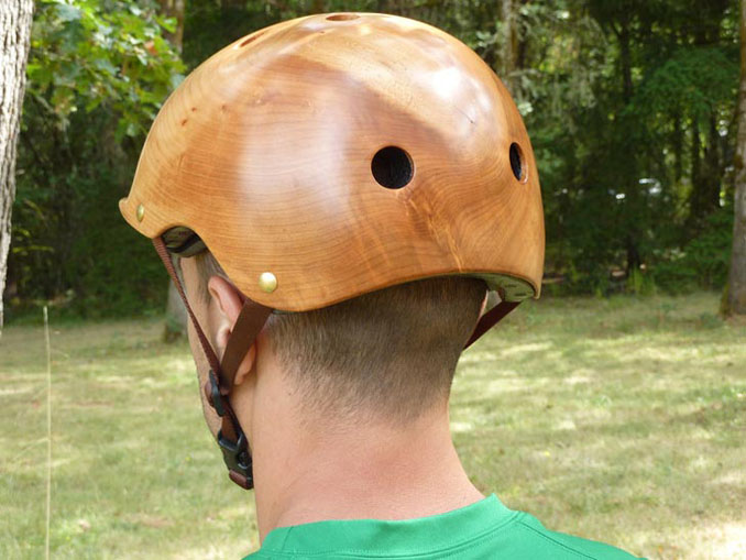 Wie aus einem Guss sind die Helme von ©Coyle Treepieces