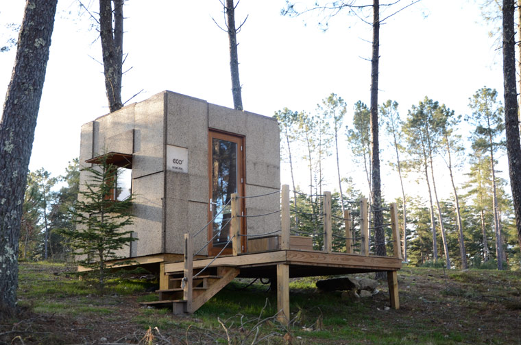 nachhaltig reisen im kologischen minihaus ecocubo aus kork und holz. Black Bedroom Furniture Sets. Home Design Ideas