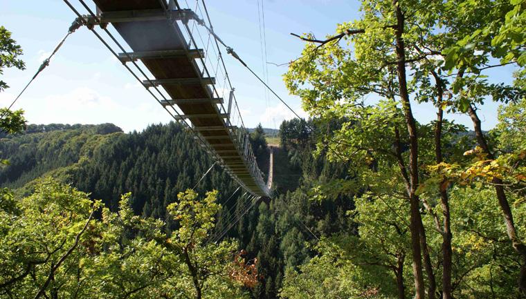 Kaum zu glauben, dass die neue Hängeseilbrücke innerhalb von nur 130 Tagen gebaut wurde.