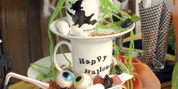 Tischdeko für Halloween: Hexen-Etagere