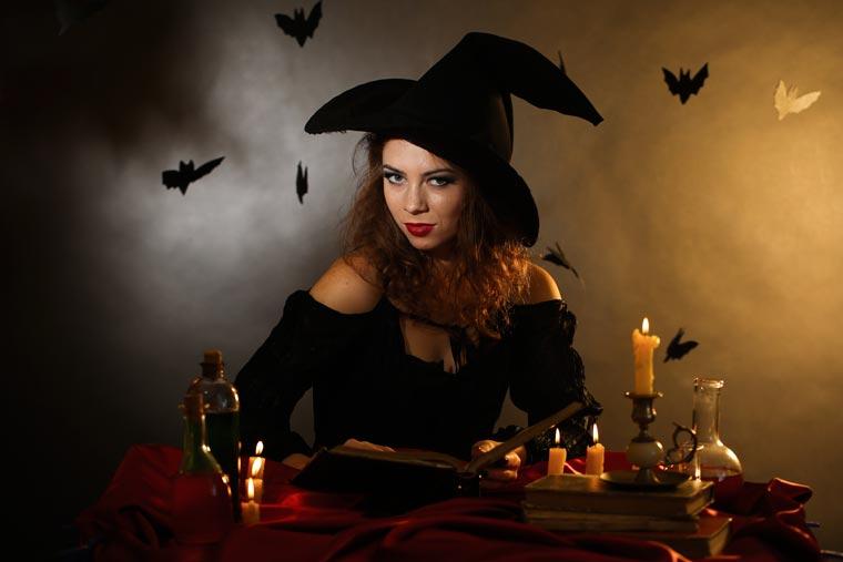Halloween Kostüm: Schaurig gruselige Hexe aus alter Kleidung