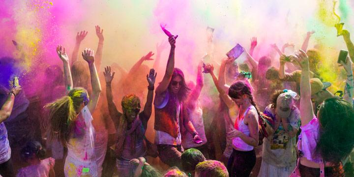 Holi Festival: Wo das farbenfrohe Kultspektakel eigentlich her kommt