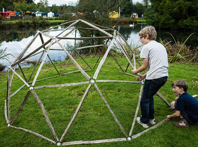 Geodätische Kuppel Selber Bauen r buckminster fuller entwickelte geodätische kuppel zum nachbauen kann