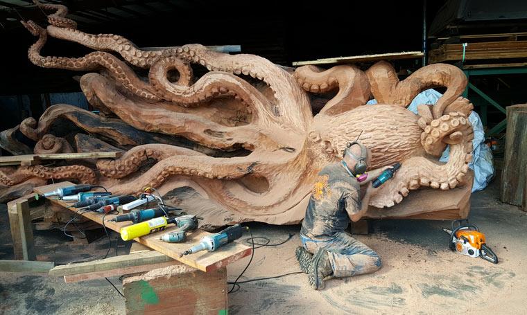 Kettensägenkünstler erschafft Riesen Octopus