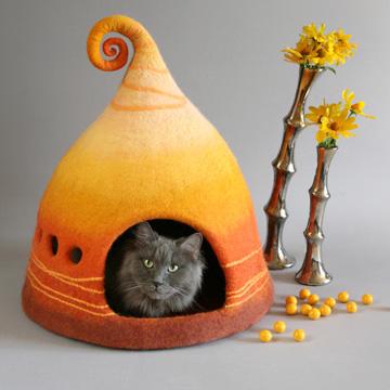 Handgefertigt: Märchenhaftes Katzenhaus aus Filz