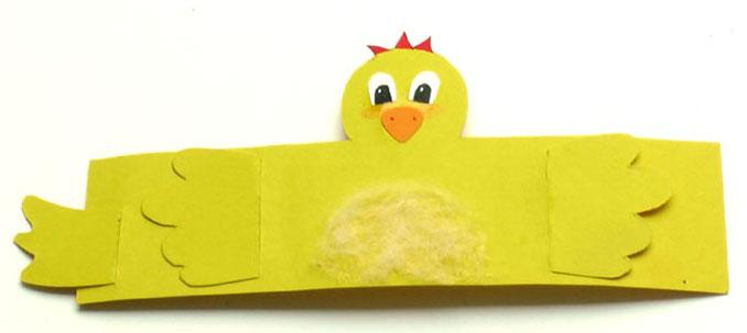 Eierbecher Kueken aus Klopapierrollen bastelen