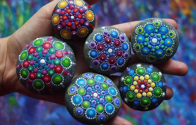 Mandalas auf Steinen