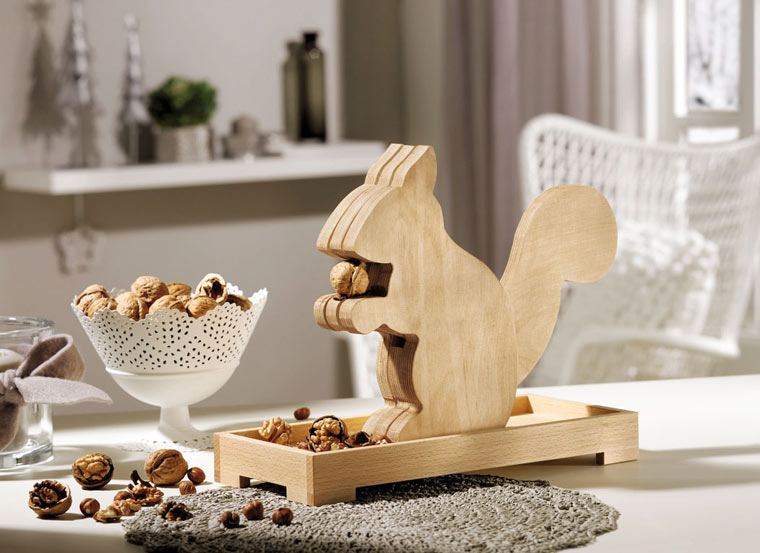 nussknacker aus holz bauanleitung einfach selber basteln. Black Bedroom Furniture Sets. Home Design Ideas