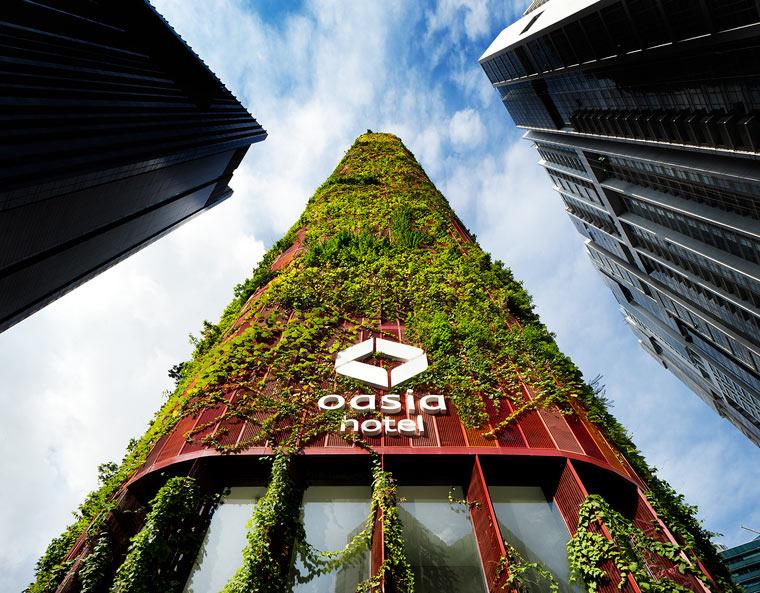 Tropischer Wolkenkratzer lebt und atmet