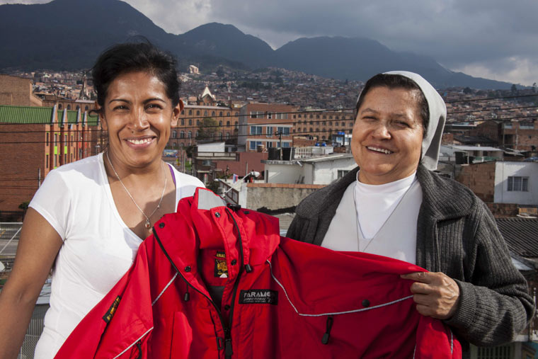 Nachhaltige Outdoorbekleidungs-Marke setzt sich für gefährdete Frauen ein