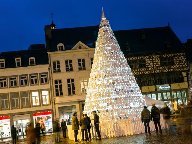 Upcycling: Altes Porzellan wird zum ungewöhnlichen Weihnachtsbaum