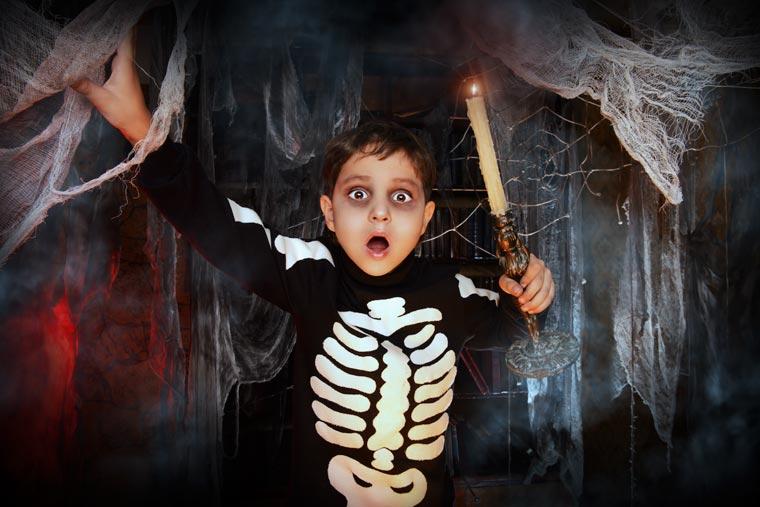 Skelett: Halloween Kostüm einfach selbst machen