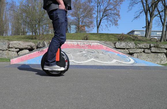 Schnell und umweltfreundlich: Elektrisches Einrad Solowheel