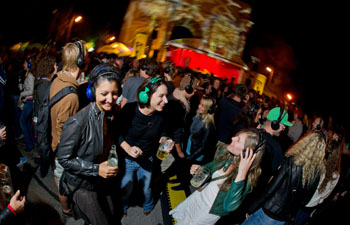 Die Headphone-Party ist bei den Festivalbesucher/innen sehr beliebt © Tobias Hase