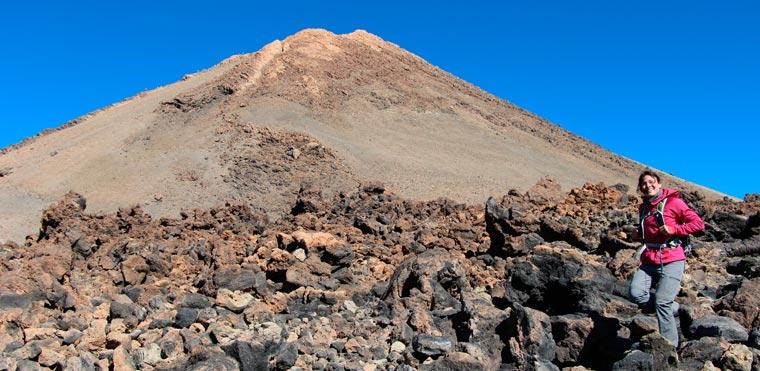 Es handelt sich um den dritthöchsten Vulkankegel der Welt, den am meisten besuchten Nationalpark Europas und dank seiner 3.718 Meter um die höchste Erhebung Spaniens.