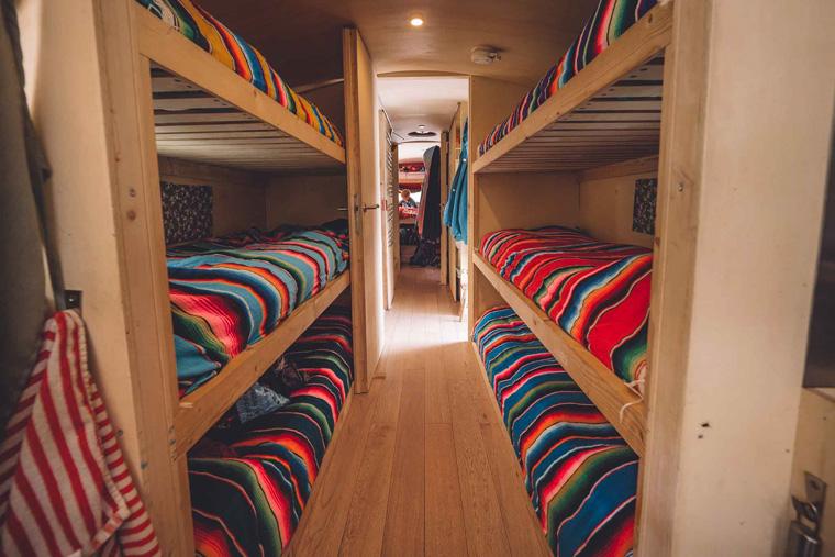 Betten im Nomads Bus Hostel