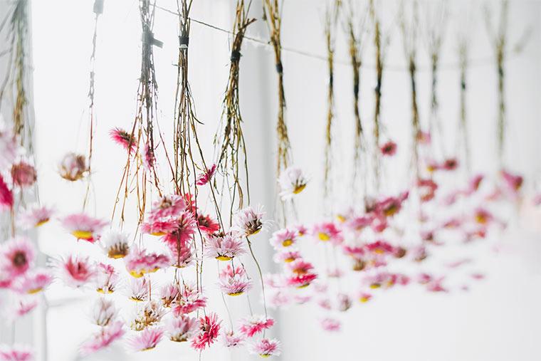 Girlande aus Trockenblumen