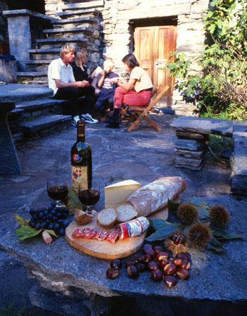 Grotto in Vallemaggia mit leckerem traditionellem Essen © Ticino Turismo