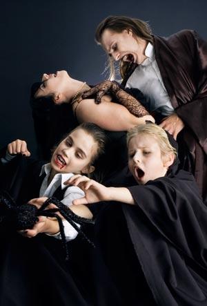 Vampir: Halloweenkostüme für die ganze Familie – Damen, Herren und Kinder