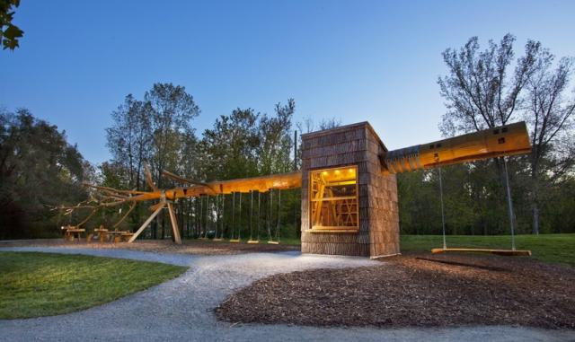 organische architektur macht baumhaus zum ungew hnlichen ausflugsziel. Black Bedroom Furniture Sets. Home Design Ideas