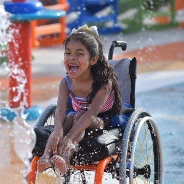 Erster Wasserpark für Kinder mit Behinderungen eröffnet