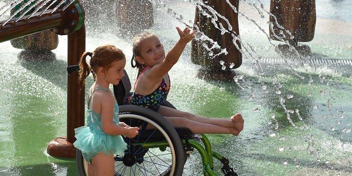 Erster Wasserpark für Kinder mit Behinderungen