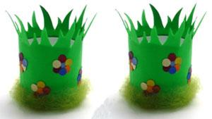 Eierbecher Blumenwiese aus Klopapierrollen basteln