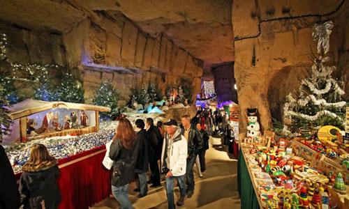 unteriridischer Höhlen Weihnachtsmarkt