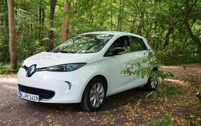 Renault Zoe im Wald