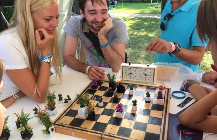 Schach mit Pflanzenfiguren