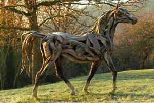 Heather Janschs Pferdeskulptur im Herbst