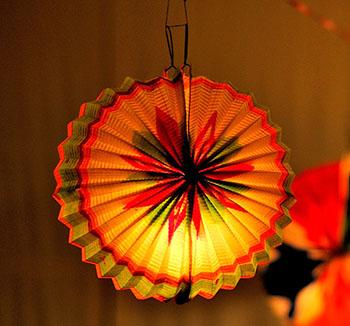 laterne laterne lampions basteln f r sankt martin. Black Bedroom Furniture Sets. Home Design Ideas
