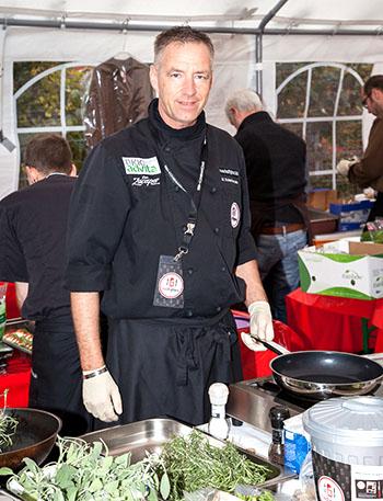 Auf dem 3. Tag der Nachhaltigkeit in der hessischen Landeshauptstadt Wiesbaden, wird Michael Schieferstein von den Foodfighters eine Kochshow haben © Foodfighters
