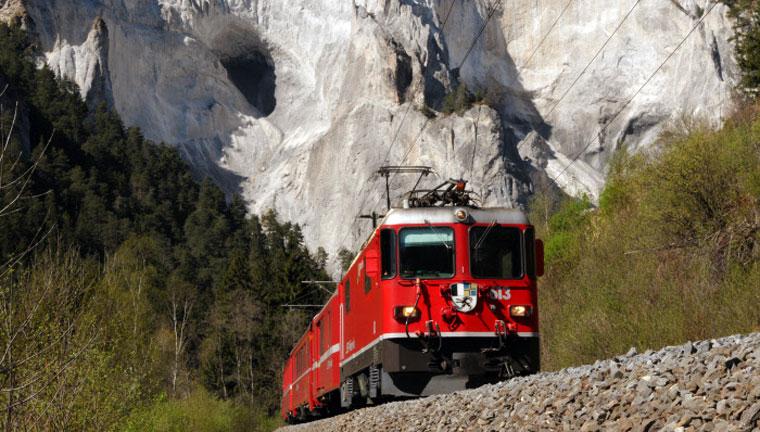 Ab gehts durch die wunderbare Bergwelt der Schweiz