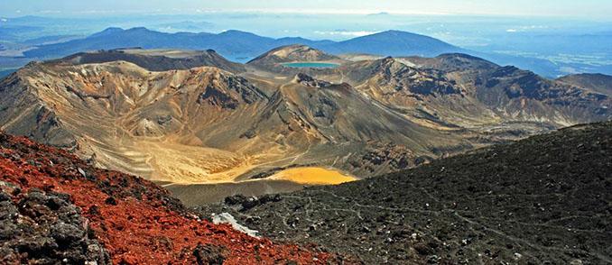 Die Farben im neuseeländischen Massiv Tongariros  entstehen durch Vulkane © Wikinger