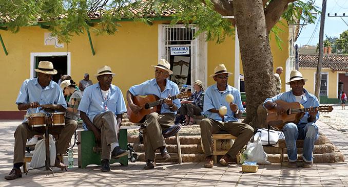 Musiker in Trinidad teilen ihre Passion mit den Dorfbewohnern und Besuchern © Wikinger
